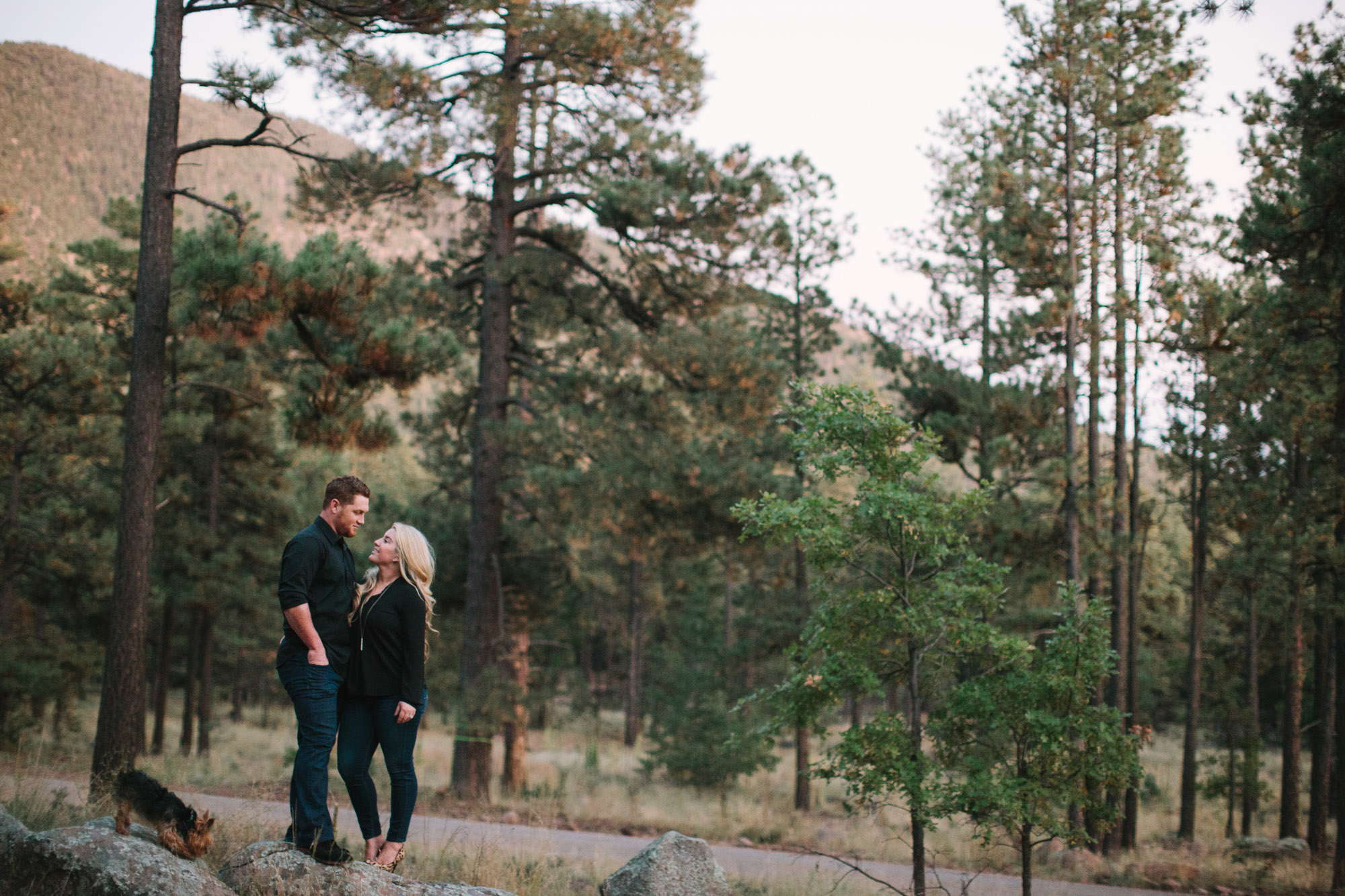 Calhoun Forest Outdoor Arizona Couples ©Ten22 Studio